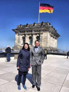 Julia Obermeier MdB mit Praktikant Major Spranger
